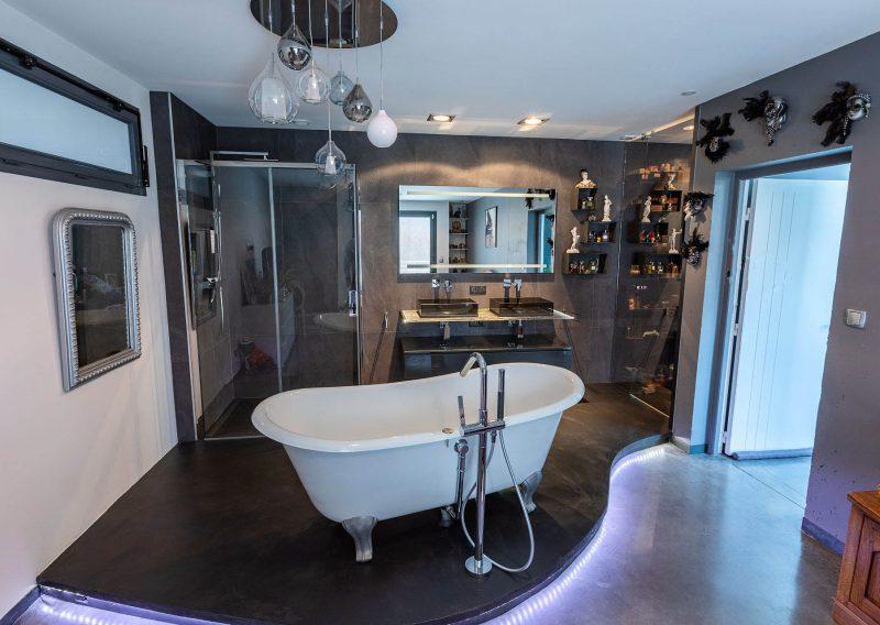 Salle de bains dans une suite parentale
